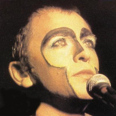 Peter Gabriel in zijn jonge jaren